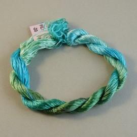 Filaments de soie aquamarine changeant
