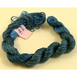 Filaments de soie bleu cobalt changeant