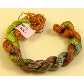 Filaments de soie du brun au kaki