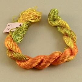Filaments de soie jaune, vert et orange