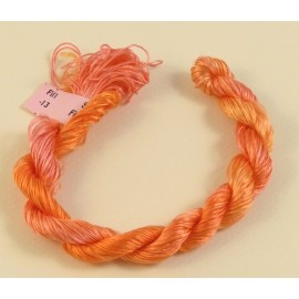 Filaments de soie orange clair changeant