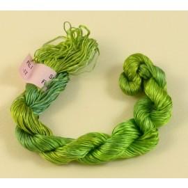 Filaments de soie vert clair changeant