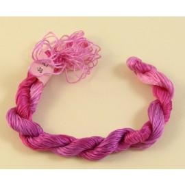Filaments de soie fuchsia changeant