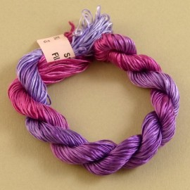 Filaments de soie pourpre changeant