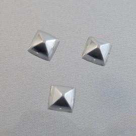 Cabochon pyramide 10 mm argenté