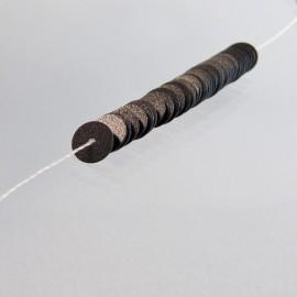Paillette 5 mm noir mat sur fil