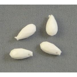 Goutte ancienne facettée blanche 10 mm