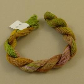 Fine perlé cotton green moss and light pink n°51