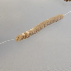 Flat sequin 4 mm porcelaine light brown on strand