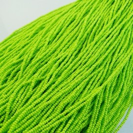 Seed bead 2 mm intensive light green on strand