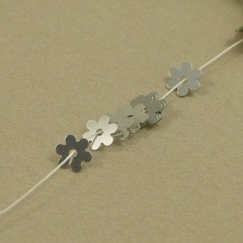 Flower flat sequin 5 mm metallic silver on strand